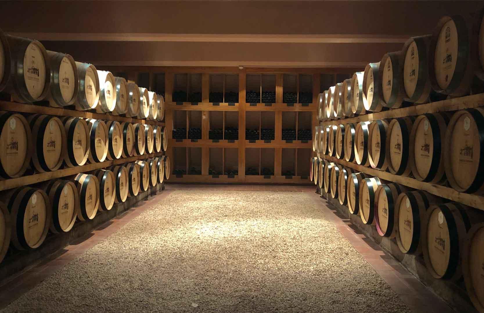 Weinfässer des libanesischen Weingutes Chateau Kefraya