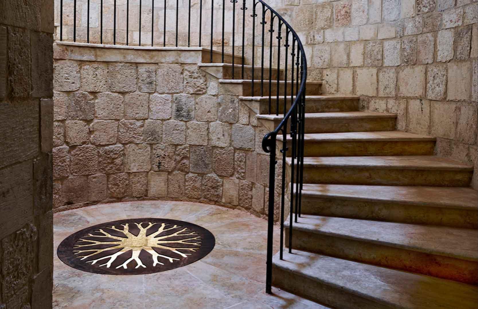 Treppenhaus des libanesischen Landhauses von Ixsir
