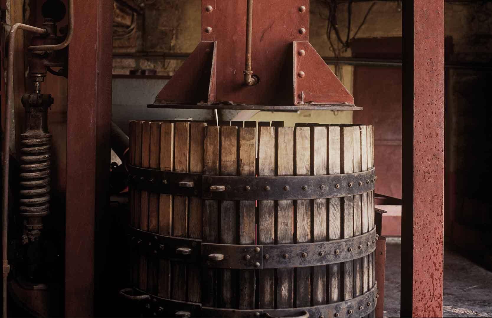 antike Traubenpresse von Domaine des Tourelles